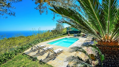 Relax pool and solarium at villa amolu close to Sorrento and Amalfi bookingrents