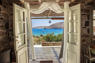Breathtaking view. 4mins walk from Ganema the best windcovered bay of Serifos.
