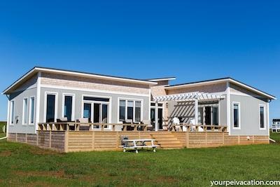 Riley Crest - Oceanview, walk to beach, modern, air conditioned - loft