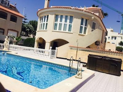 Luxusvilla (Privater Pool & Whirlpool)