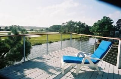 Large upper deck with great views of Nature Preserve.