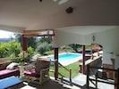 vue terrasse sur piscine