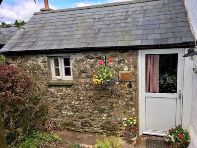 Honeysuckle Cottage front