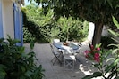 terrasse fleurie sur le jardin