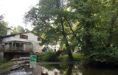 Le Moulin vu du barrage