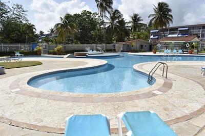Pool Facility Area Complejo Piscina