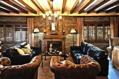 Casa Rural La Noguera, preciosa casa con embarcadero propio. 9 PERSONAS