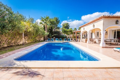 Large 12 x 5m heated pool, with Roman steps to enter.