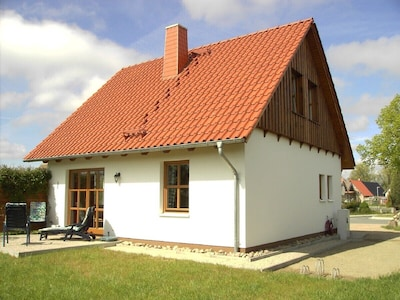Stilvolles, gepfl. Ferienhaus für Urlaub an Ostsee und Achterwasser