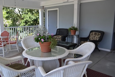 PET FRIENDLY rooms available, short walk to Historic Beaufort Waterfront