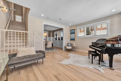 Entrance with baby Grand Piano