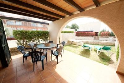 2. les-oliveres-resort-costa-dorada-tarragona-ampolla-l'ampolla-casa-47-exterior-terrace-garden-and-dining-area-spain-holiday-holidays-vacation