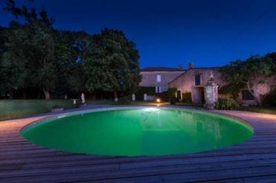 Vue de la piscine Nuit