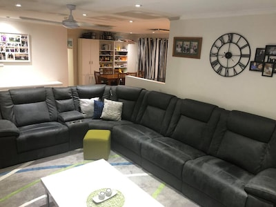 Lounge room - 5/6  seater