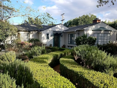 Our Vintage house is located in a quiet, family friendly,  LA neighborhood.