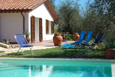 CASA ELENA - Casa indipendente con giardino recintato e piscina ad uso esclusivo
