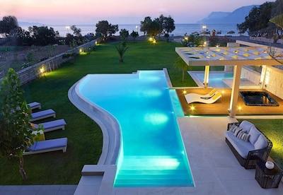 Private unique pool and spa