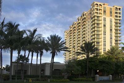2080 Ocean Drive, Hallandale Beach, Florida, United States of America