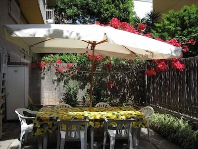 Your garden to eat outside, very rare in Rome!