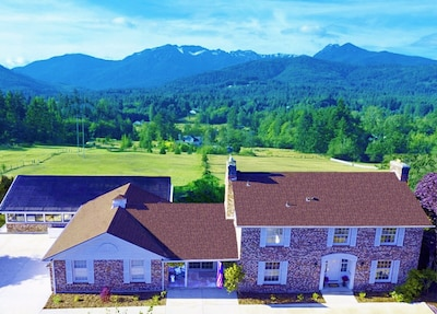 Idyllic setting in the Olympic foothills with wonderful mountain & water views