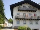 Vorderansicht - Häuser mit Hofeinfahrt