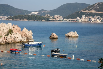 We recommend you to catch some time every day and enjoy in this amazing sea