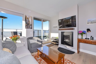 "Equipped with gas fireplace, 47"" Smart HDTV, surrounded by windows, Enjoy!"