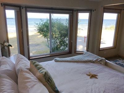 Rathtrevor Beach House. Oceanfront Getaway!
