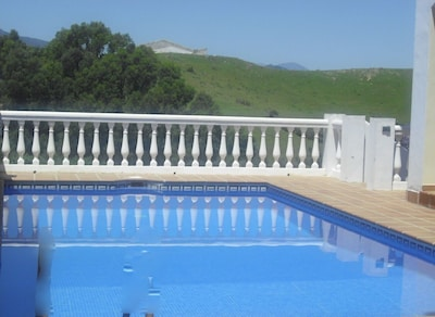 Villa 6 dormitorios, piscina propia, zona tranquila, tiene capacidad para 16