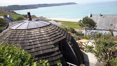 Pieds dans l'eau, Maison insolite en bois ronde  avec terrasse pour 4, 3 */2