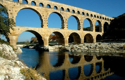 Le célèbre Pont du Gard est à 3,5 km de la maison.