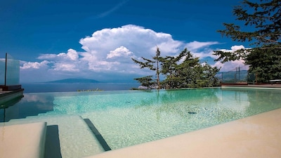 Infinity private swimming pool at villa dav located in a quiet place in Sorrento