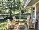 Sun deck ideal for morning coffees. Red clay tennis courts across the street.