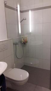 Dusche - WC - Lavabo