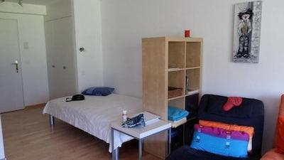 Bett 120 x 200 cm 3-türiger Schrank