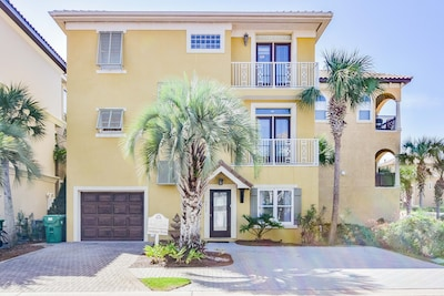 Luxury, 3 story house with 4 balconies in gated community - very safe, private.