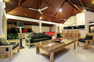 LuxuryVilla,pool table, center Seminyak.