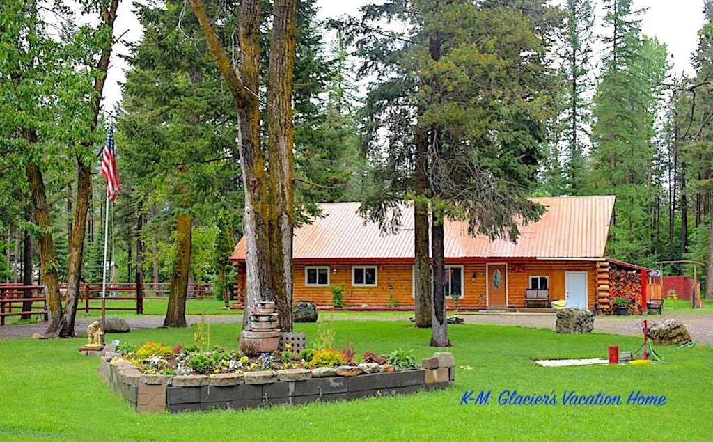 Beautiful Log Home On 2 Acres Fenced Private Lawn Areas Hungry Horse