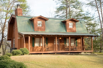 Close to Dollywood, Pigeon Forge and Gatlinburg, Free WiFi