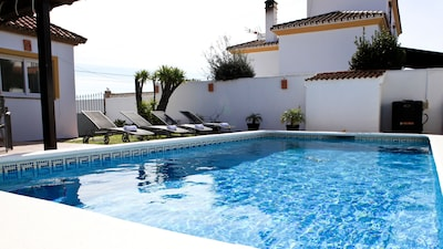 Private Villa, Jacuzzi, Gym, Private Pool, Parking, 10 min to beach, WIFI, Air C