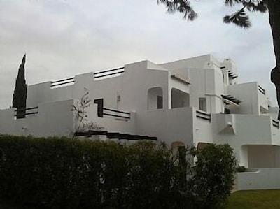 Apartamento de lujo con aire acondicionado, ubicación tranquila, wifi gratuito, conveniente para Albufeira y Olhos