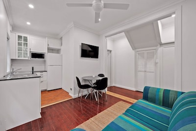 Stylish Apartment with patio on Sydney North Shore