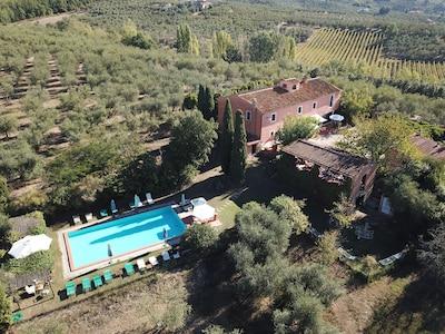 Agriturismo Podere Marchiano, ancienne ferme entièrement restaurée dans le style toscan.