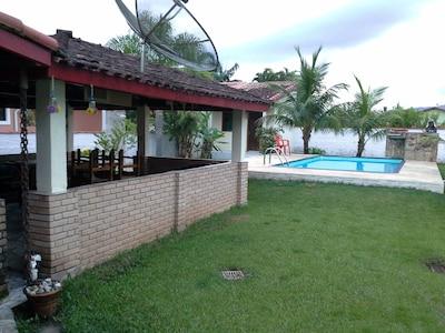 Ótima casa condomínio fechado,  piscina, churrasqueira, internet e praia limpa.