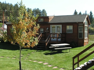 Bear's Den, Perfect Cozy Cabin for Small Families.
