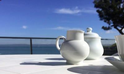 Maison de plein pied avec jardin vue mer Accès a la plage par chemin côtier