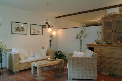 """Ferienwohnung """"Weininsel"""" (60qm) Helles Appartement mit voll ausgestatteter Küche-Der Wohnbereich im Appartement Weininsel"""