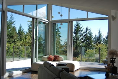West Coast Experience in Modern, Private Luxury, 20 mins Vancouver