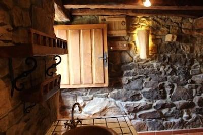 Cabaña en la montaña (alquiler íntegro) para 2/3 personas. Admite animales.
