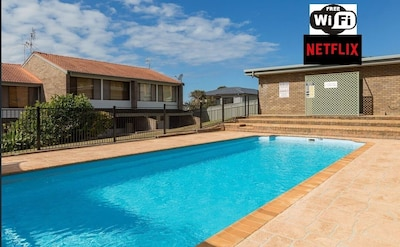Pool, WIFI, Netflix and All Linen!
